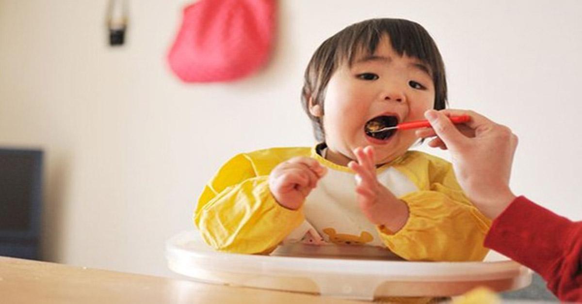Bật mí món cháo ăn dặm ngon miệng giúp trẻ ăn thun thút tin-tuc