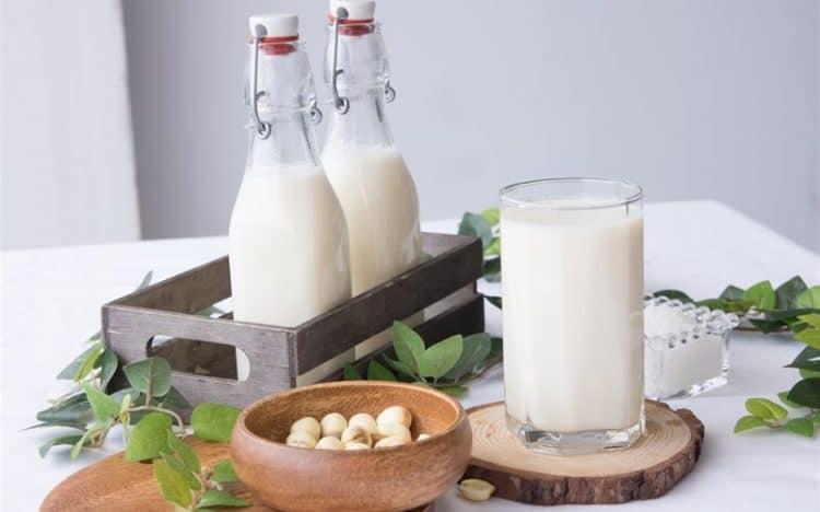 3 cách làm sữa gạo lứt đơn giản nhất tại nhà cho các mẹ tin-tuc